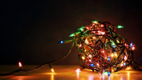 Tangle_of_Christmas_lights_wallpaper_1920x1080